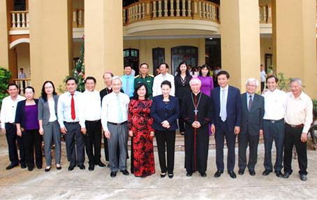 Chủ tịch Quốc hội Nguyễn Thị Kim Ngân chúc mừng Giáng sinh tại Tòa Giám mục Xuân Lộc